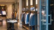 Ubrania z targowiska czy z markowych sklepów sieciowych?