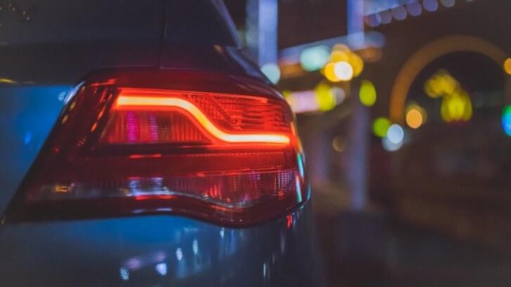 Umowa kupna-sprzedaży aut z drugiej ręki – co warto wiedzieć na ten temat przed dokonaniem transakcji?